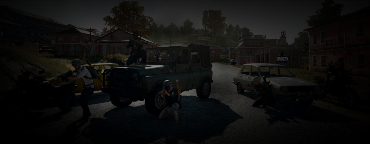 Teambild für Sponsoren Banner. PUBG Screenshot Spieler posen vor Autos in Zharki. Radioaktiv Entertainment E-Sports Team.